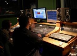 آموزش استودیو میکس و مونتاژ و تدوین فیلم گروه هنری و خدماتی اندیشه نو