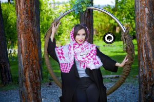 scarf photographer modeling garden atelier fashion hijab clothing feminine andisheh no 11 300x200 - عکاسی تبلیغاتی و مدلینگ گاندهی