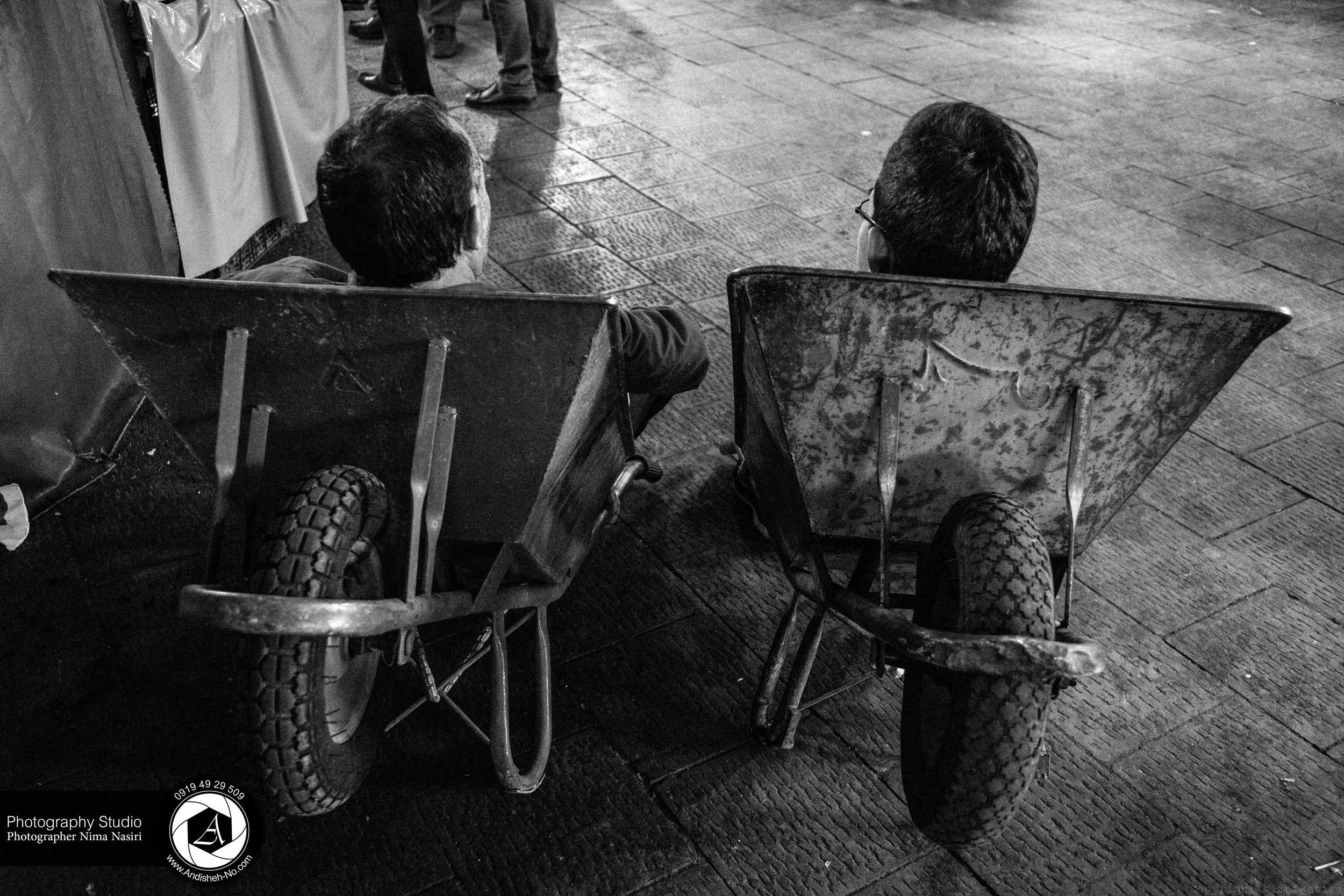 مجموعه عکس متوسط رو به پائین ، اثر عکاسی خیابانی و مستند اجتماعی نیما نصیری