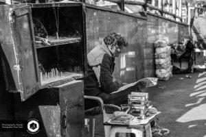 social and street documentary photography 4 300x200 - Social and Street Documentary Photography عکاسی مستند اجتماعی و خیابانی - نیما نصیری نائینی - عکاسی خبری - مشاغل - دست فروش - فقر - فشار اقتصادی - بازار تجریش - باز (۴)